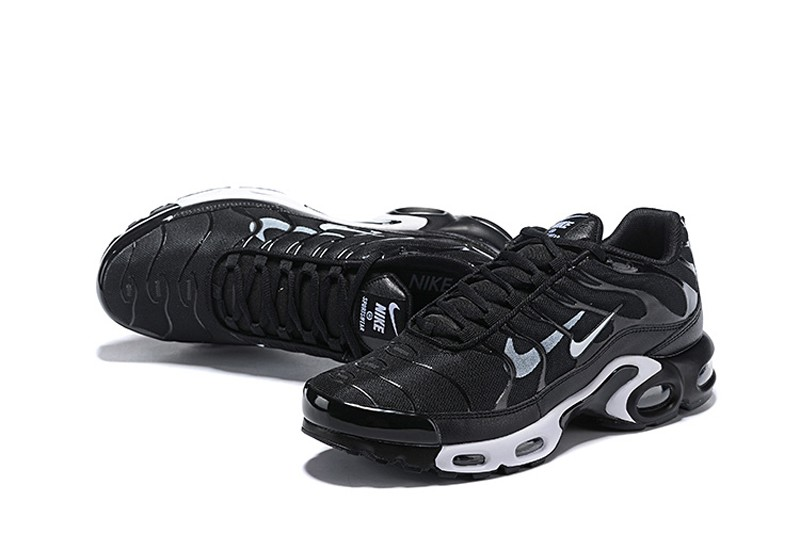 air max plus black and white