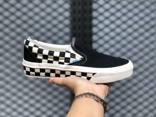 2020 Latest Vans Classic Slip-On Skate Shoe Black/White