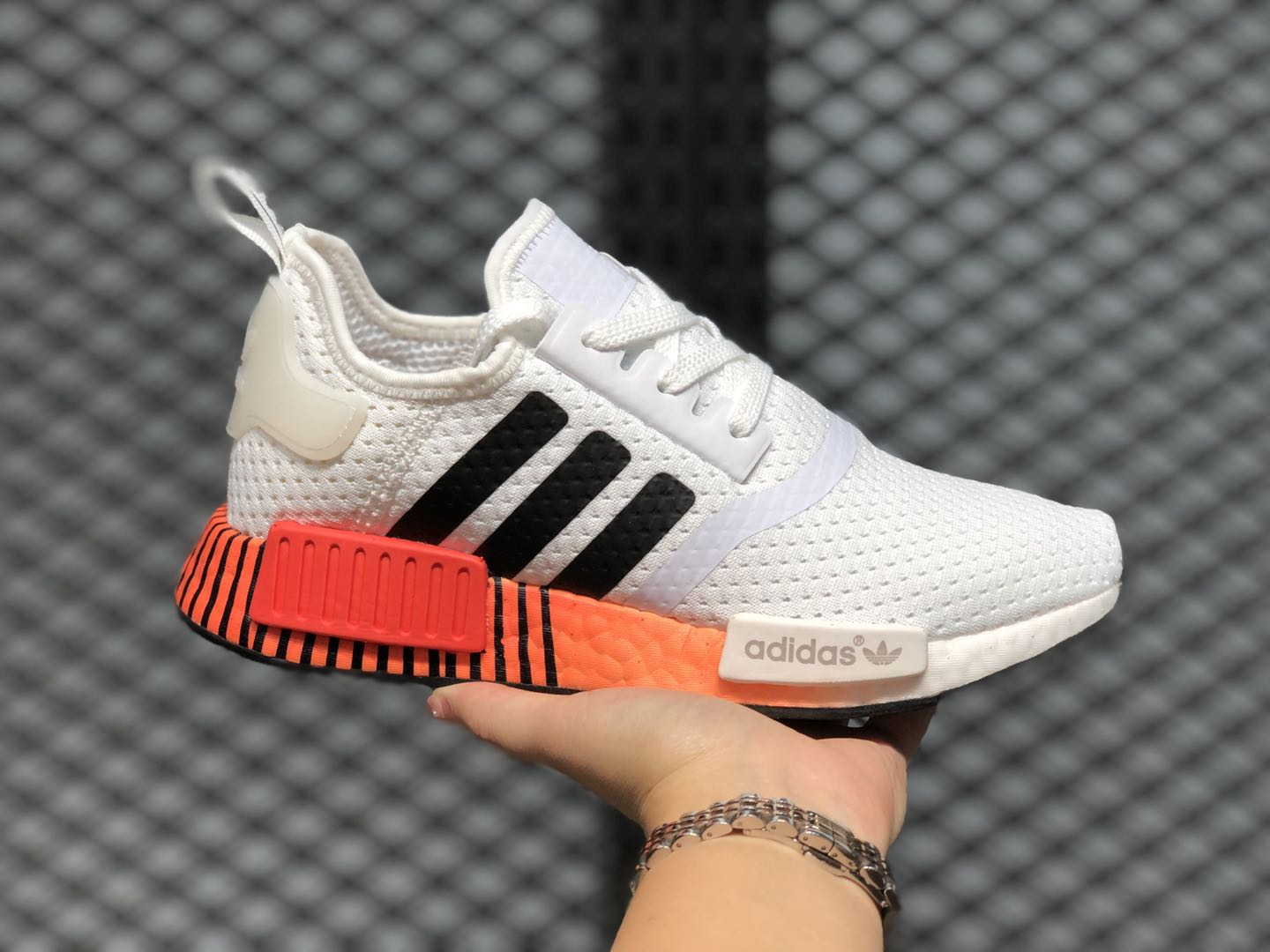 Generador regalo Viva  2020 New Adidas NMD R1 Glitch White/Black/Solar Red FV3648 | Evesham-nj
