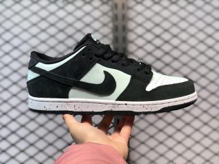 Nike SB Zoom Dunk Low Pro Black/Black-Barely Green-White 854866-003